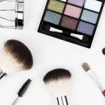 5 Easy Tricks for Perfect Looking Makeup While Traveling