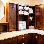 Quartz Countertop Colors That Match with Oak Cabinets