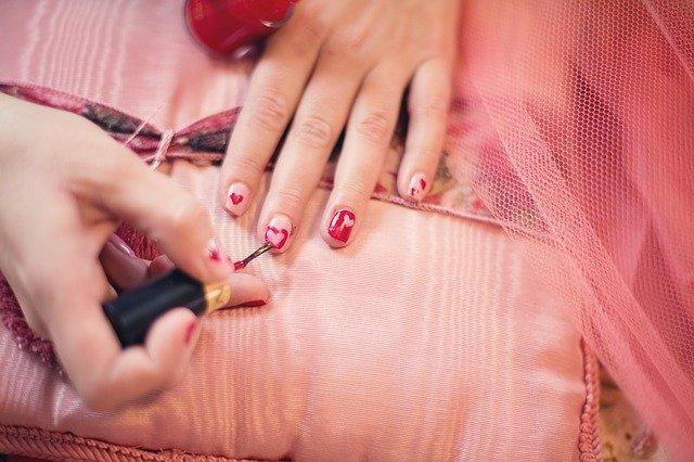 painting fingernails, nail polish, hearts